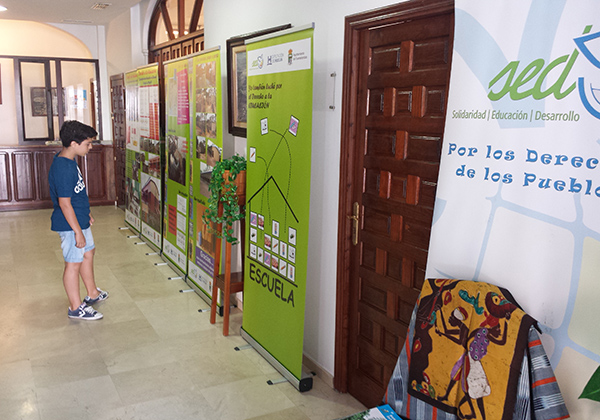 Exposición sobre el Derecho a la Educación en países empobrecidos en Huelva